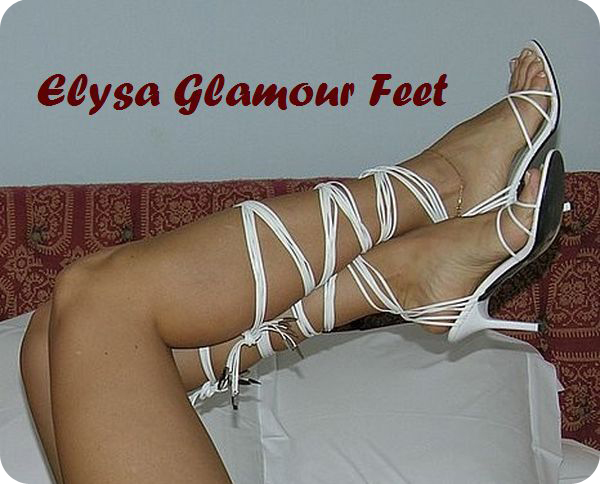 DSC1031a White sandals with laces
