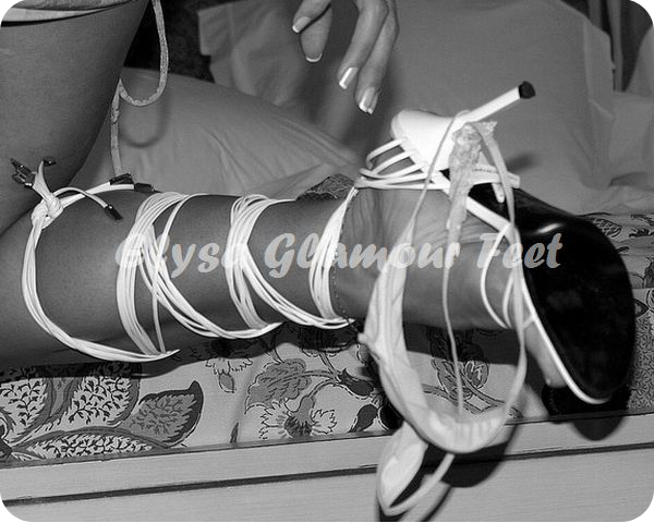 DSCN1087a White sandals with laces